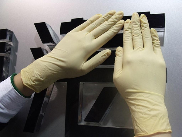 How to use medical latex gloves correctly